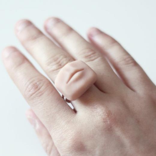 Kleiner Mund Ring